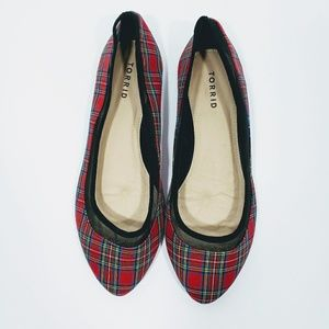 TORRID RED PLAID FLATS SIZE